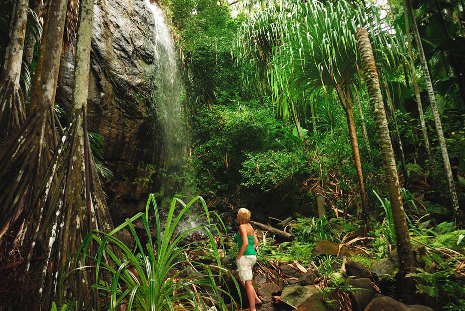 IMG28 Woman & Waterfall Valle De Mai