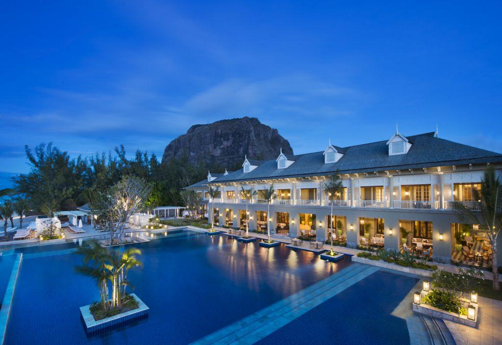 Stimmungsvolle Abendatmosphäre beim The St. Regis Mauritius